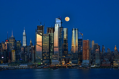 April Moonrise over Manhattan