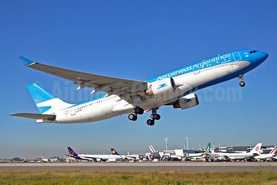 Aerolineas Argentinas Airbus A330-223 LV-FNL (msn 364) JFK (Stephen Tornblom). Image: 929603.