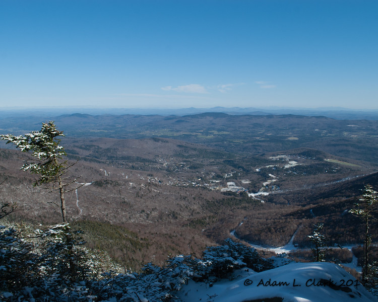 Along the ridge, there are a few nice viewpoints