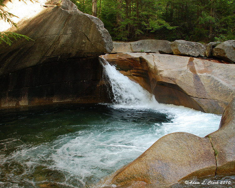 To start the hike, a quick visit to the Basin which is right next to the trail