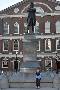 Fanieul Hall - statue of Sam Adams