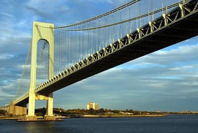 Verrazano Bridge links New Jersey to New York