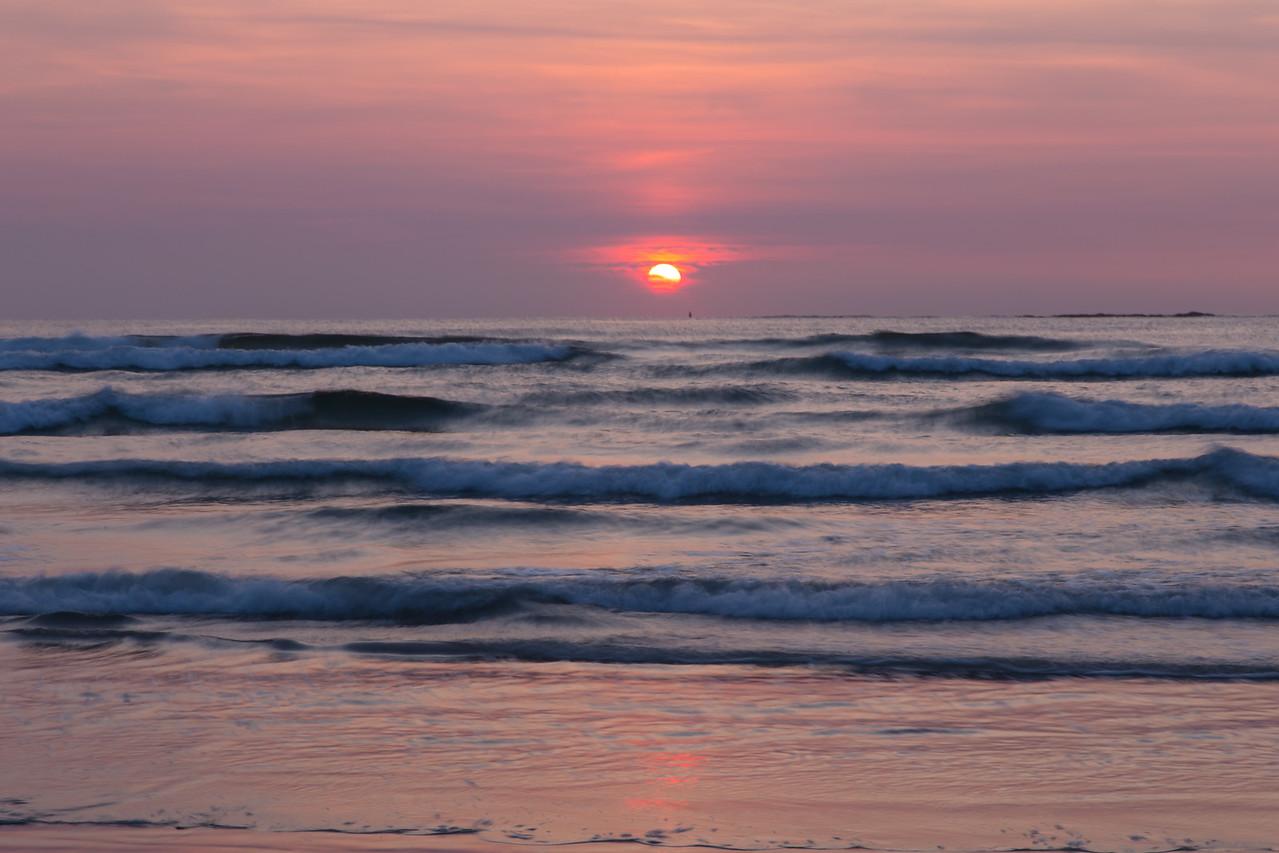 Waves at Dawn 9977