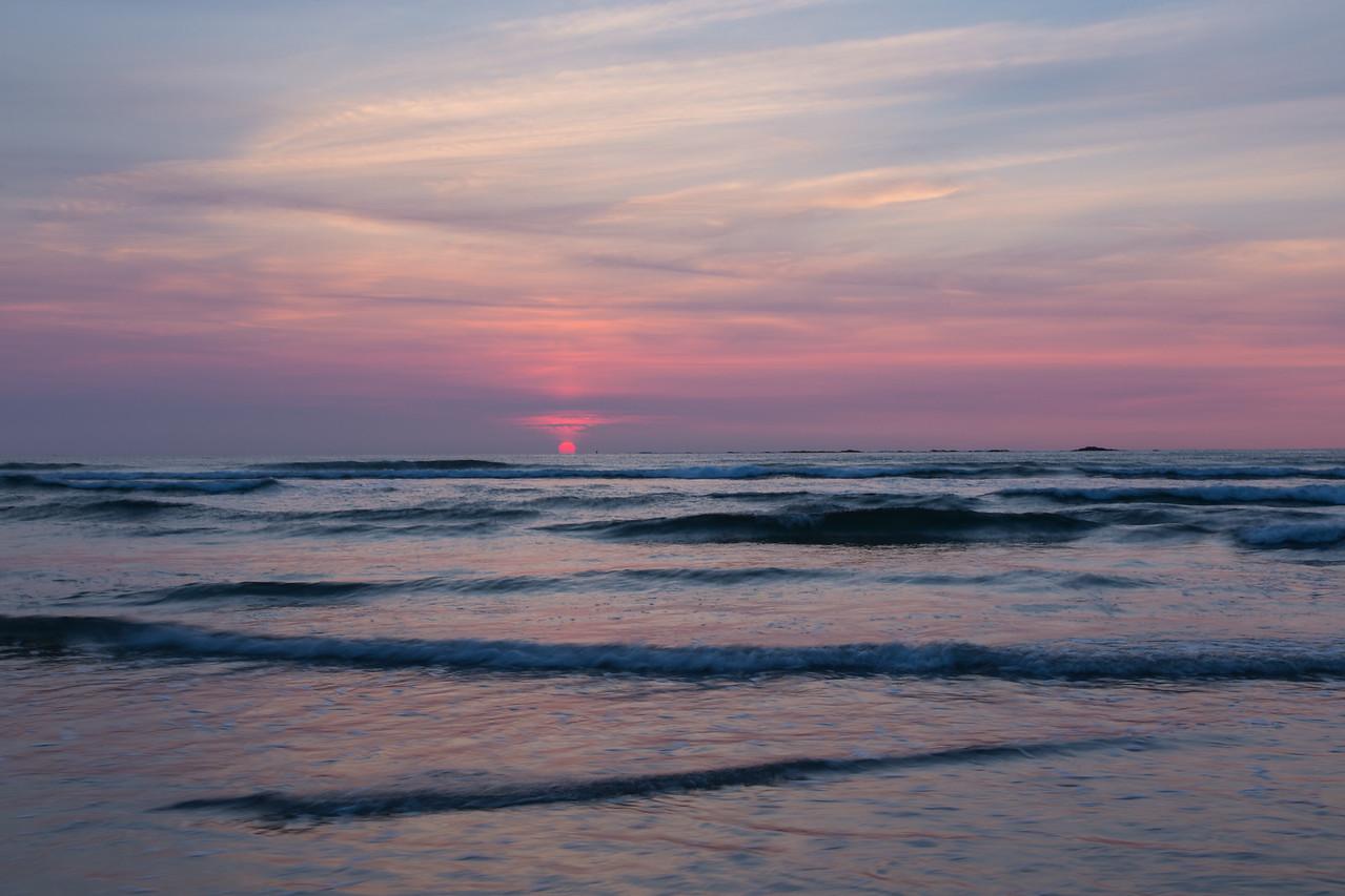Waves at Dawn 9967
