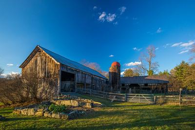 blue green red barn scene