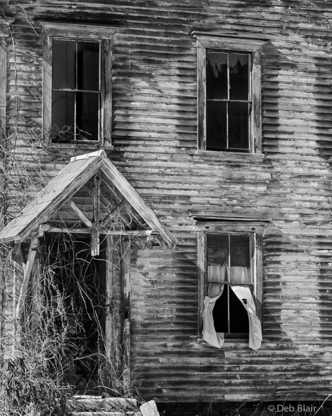 abandoned house in Charlestown, NH