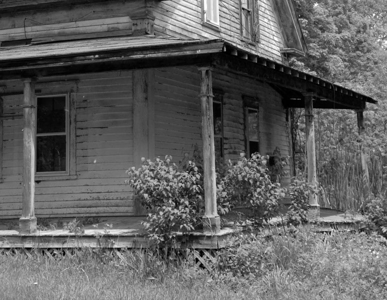 abandoned home in New Hampshire