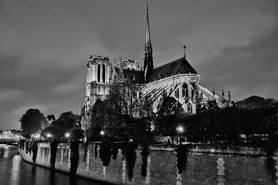 Notre Dame de Paris (night)