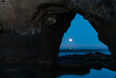Moonset Santa Cruz