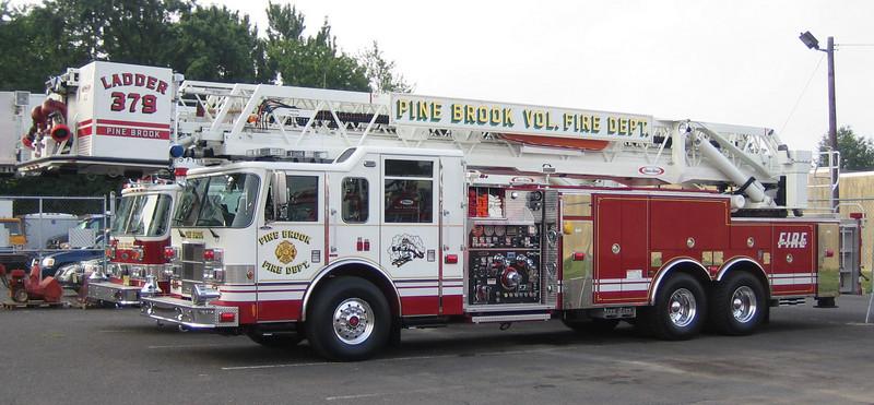 Pine Brook L379 2005 Pierce Dash 100ft rmt 2000gpm 300gwt