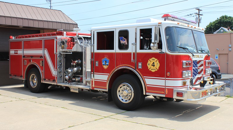Totowa, NJ E974 2004 Pierce Saber 1250gpm 500gwt (ps)