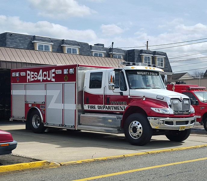 Totowa, NJ R4 2015 International Rescue 1 (ps)