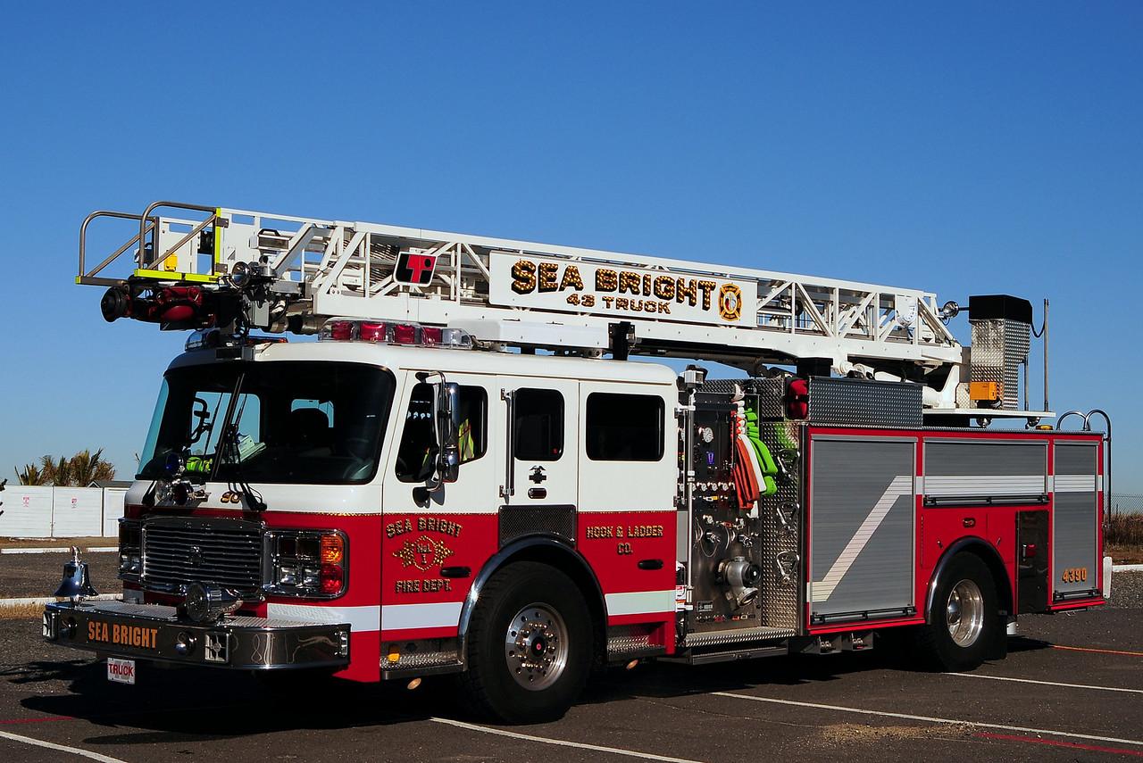 Sea Bright Fire Dept  Ladder 43-90  2010 American La France  2000/ 500 / 75ft