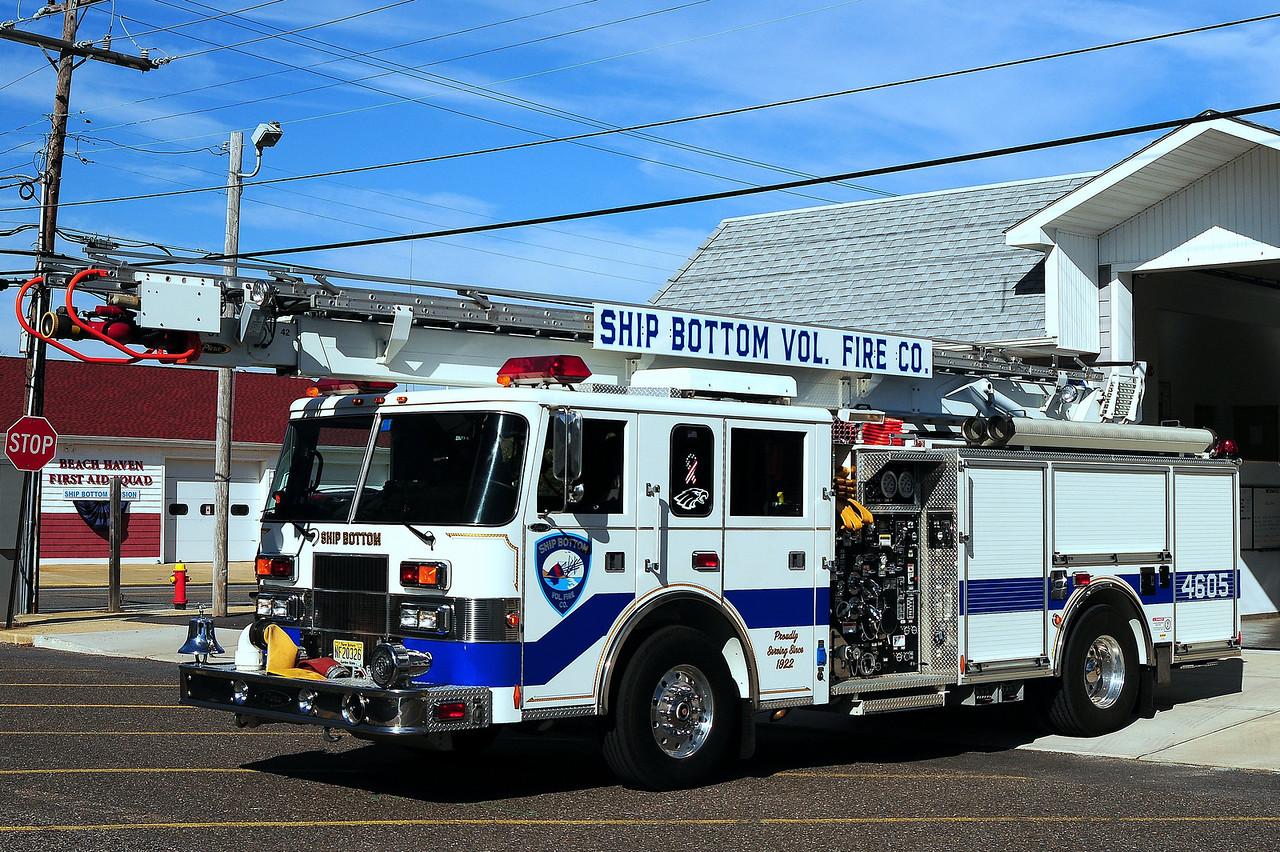 Ship Bottom Fire Dept   Quint  4605  2000 Pierce  Saber 1250/ 500 / 61 ft