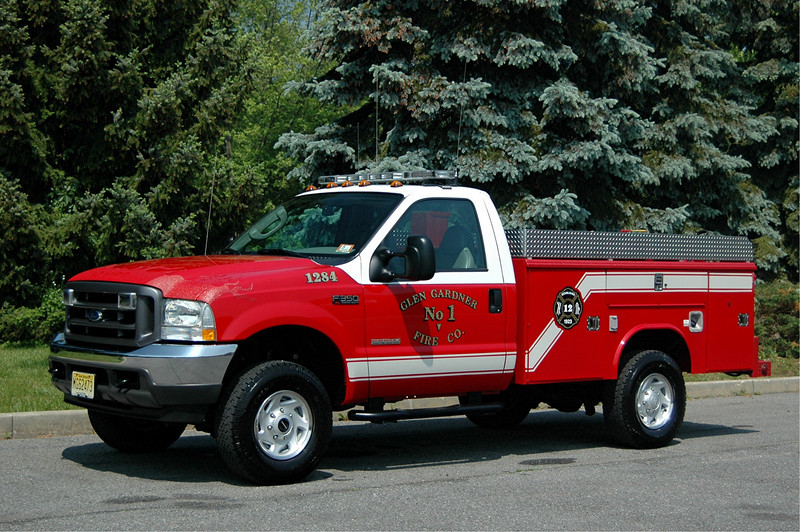 GLEN GARDNER, NJ 2004  FORD F-350/ READING BODY BRUSH TRUCK  250/200