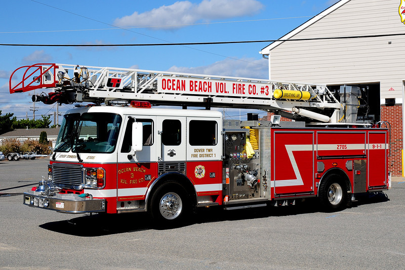 Ocean Beach Fire Co  Ladder 2705  2000 American La France / LTI  2000 /400 / 75 ft