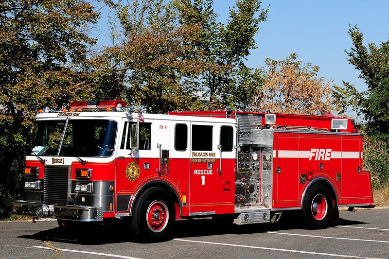 Palasades Park Fire Dept  Rescue  1  1989  Pierce Lance  1250 / 750