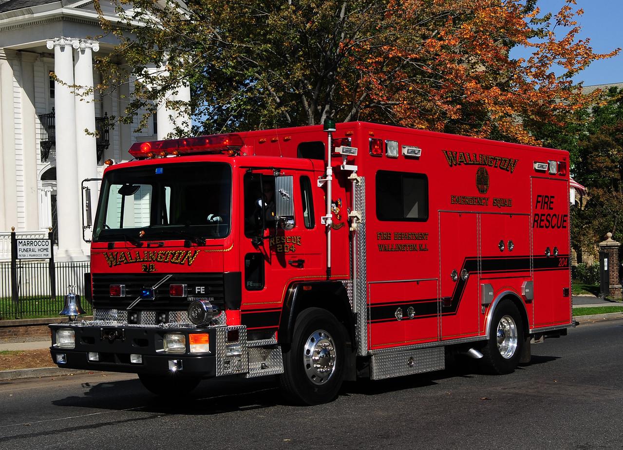 Wallington NJ,   1997 Volvo / P&L Rescue 1 Body   with Bulldog mirrors