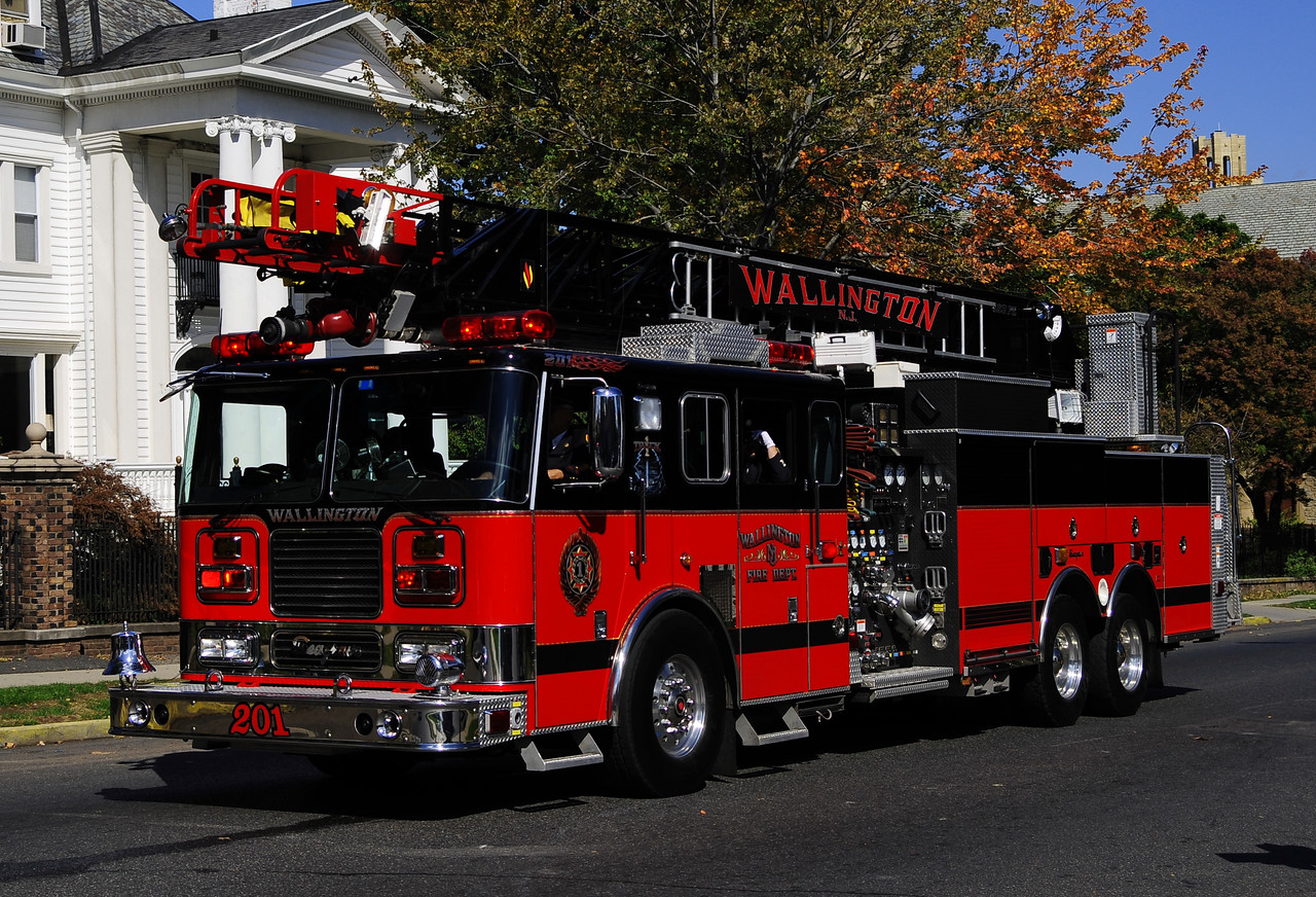 Wallington, NJ    Truck 201 2002  Seagrave  2000/500/100 Ft