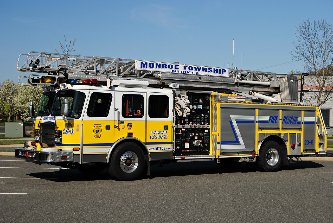 Monroe Fire District #3 Ladder 23-8