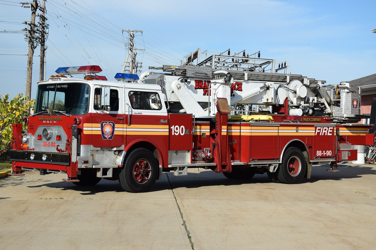 United Engine & Truck Company Truck 88-90