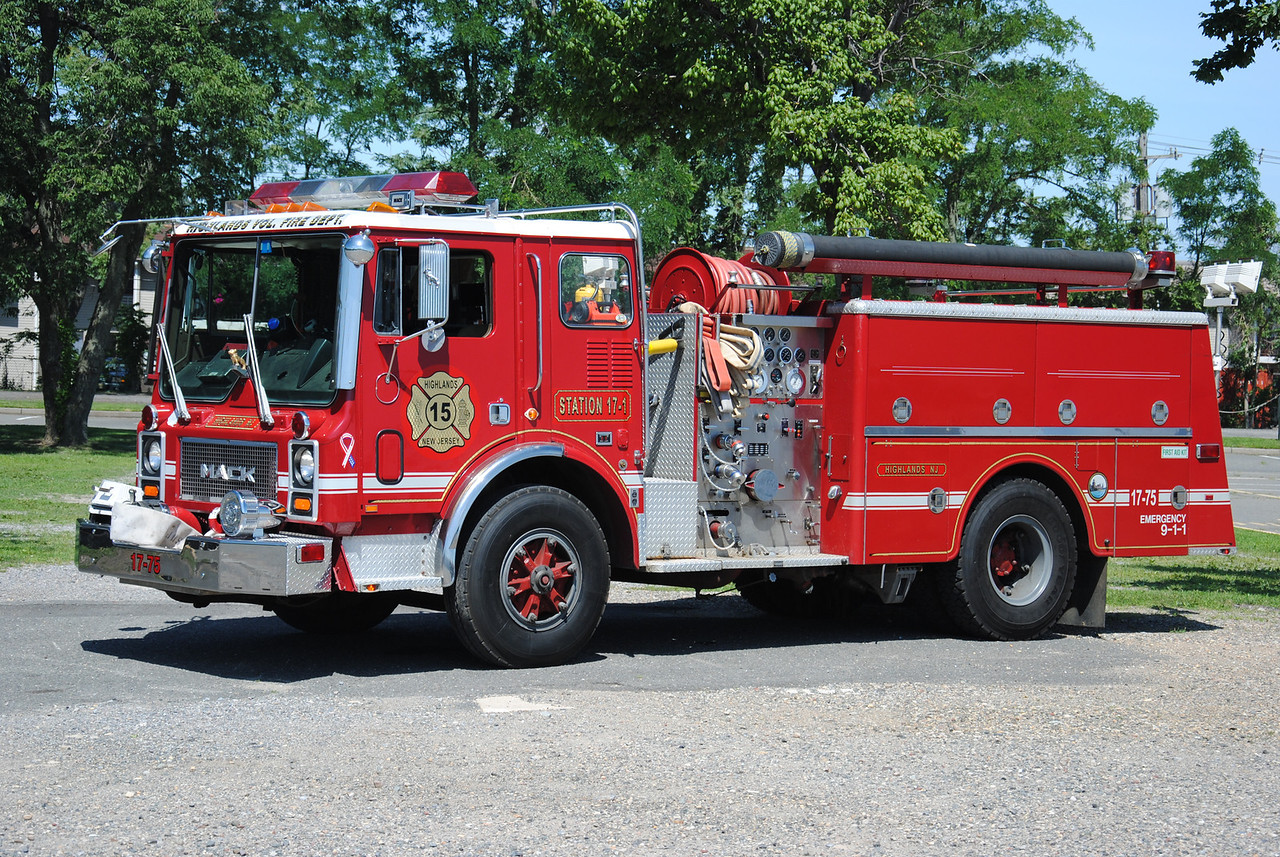 Highlands Fire Company, Highlands Engine 17-75