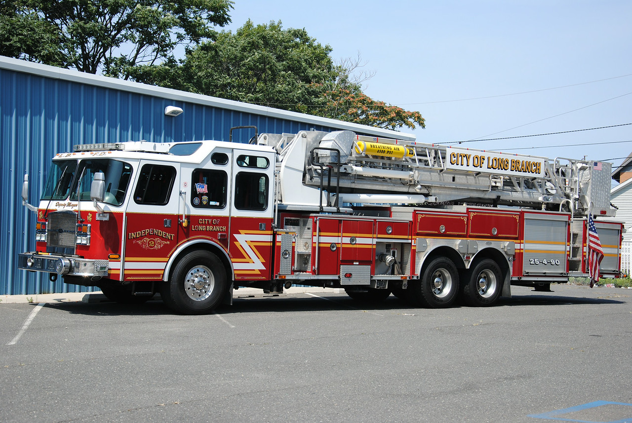 Independent Truck Company #2, Long Branch Fire Depart Ladder 25-4-90