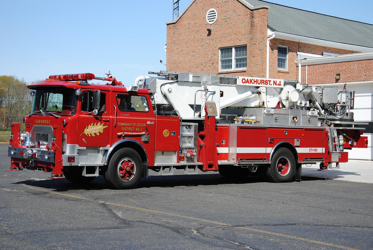Oakhurst Fire Company, Ocean Twp Truck 37-1-90