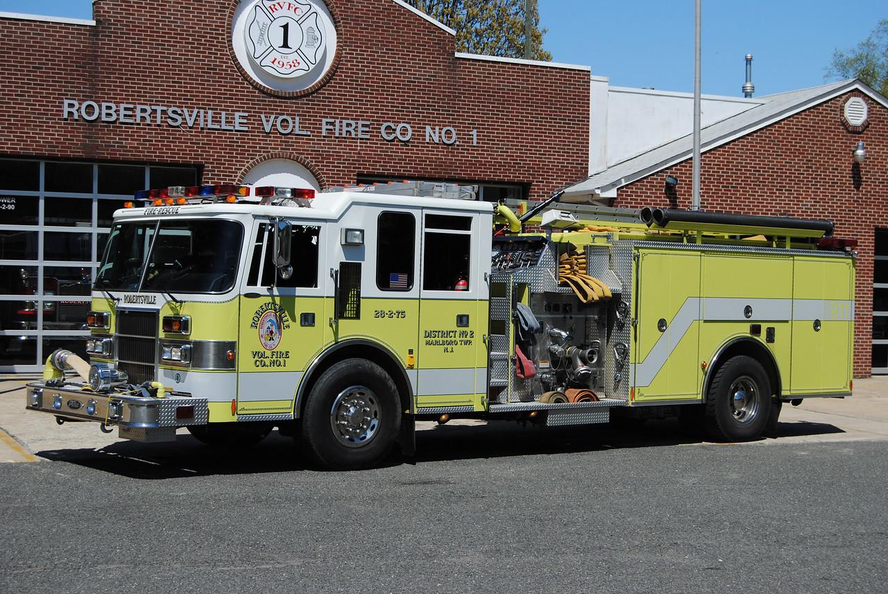 Ex-Robertsville Fire Company Engine 28-2-75