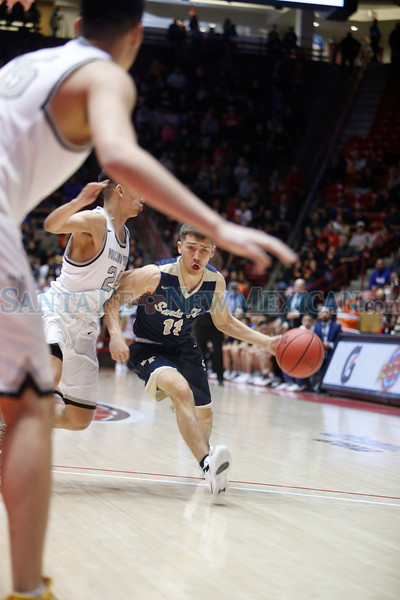 The first quarter of the Santa Fe high School vs Volcano Vista High School at the Pit on Thursday, March 14, 2019. Luis Sánchez Saturno/The New Mexican