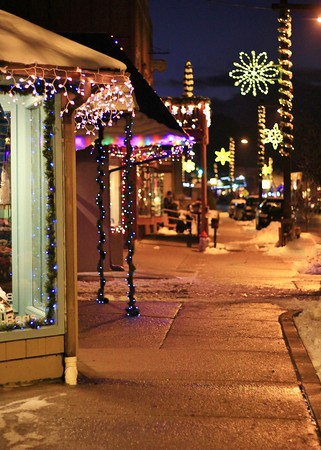 Ruidoso, NM, mid town sidewalk, holiday style