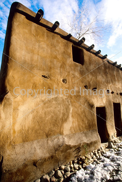 L nm sf 27 - ORps - Architecture in Santa Fe, New Mexico; Oldest House - 72 dpi