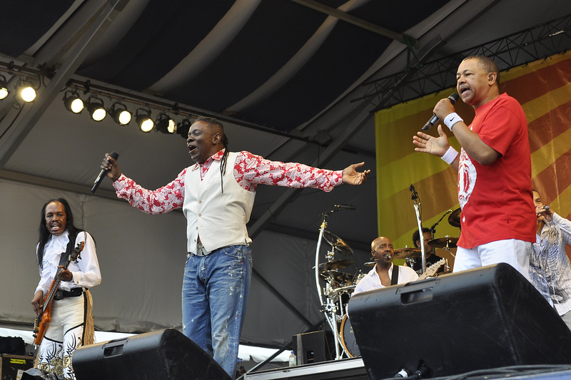 NEW ORLEANS, LA-APRIL 30: (L-R): Verdine White, Phillip Bailey and Ralph Johnson perform with Earth, Wind & Fire on the Acura Stage at the New Orleans Jazz & Heritage Festival on April 30, 2010. (Photo by Clayton Call/Redferns)