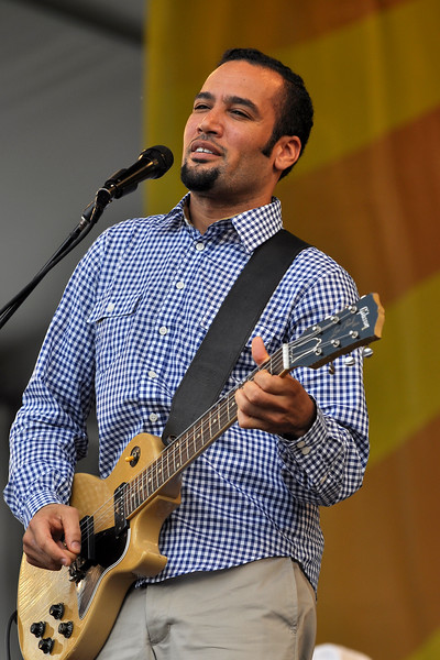 Ben Harper performing with Relentless 7 at the New Orleans Jazz & Heritage Festival on April 30, 2009.