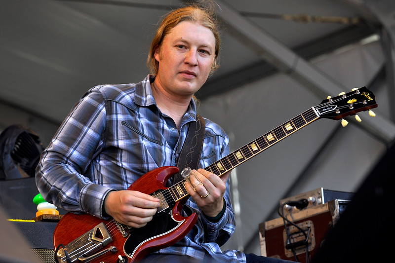 NEW ORLEANS, LA- APRIL 25: Derek Trucks performs with the Allman Brothers Band at the New Orleans Jazz & Heritage Festival on April 25, 2010. (Photo by Clayton Call/Redferns)