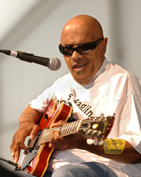 Snooks Eaglin performs at the New Orleans Jazz & Heritage Festival on May 5, 2007.