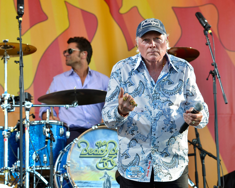 NEW ORLEANS, LA-APRIL 27: John Stamos performs with The Beach Boys at the New Orleans Jazz & Heritage Festival in New Orleans, LA on April 27, 2012. (L-R): John Stamos, Mike Love (Photo by Clayton Call/Redferns)