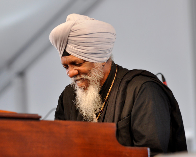 Dr. Lonnie Smith performing with the Donald Harrison Quartet at the New Orleans Jazz & Heritage Festival on April 24, 2009.