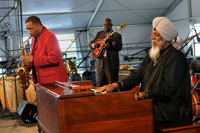 Donald Harrison perfoms with special guest Dr. Lonnie Smith at the New Orleans Jazz & Heritage Festival on April 24, 2009.