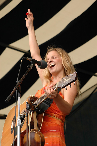 Theresa Andersson performs at the New Orleans Jazz & Heritage Festival on May 6, 2006.