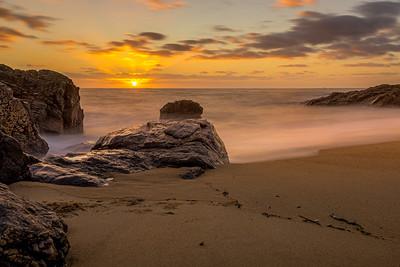 Le soleil se pose sur la mer (The sun sets on the sea)