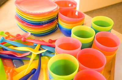 Colorful plates and cups