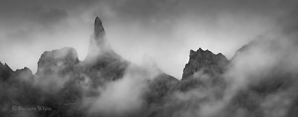 Hraundrangur Mountain