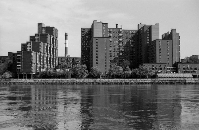 NYC, Roosevelt Island, April 2010, Tri-X 600, iiif