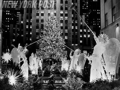Beautiful 1987 Scene of Tree Lighting in Rockefeller Center. 1987