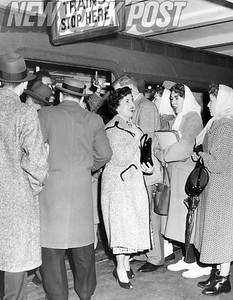 Cortland Street Subway train is PACKED! 1957