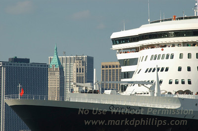 QM2 in the City