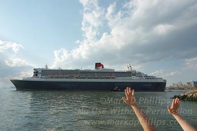 Queen Mary 2 Departs