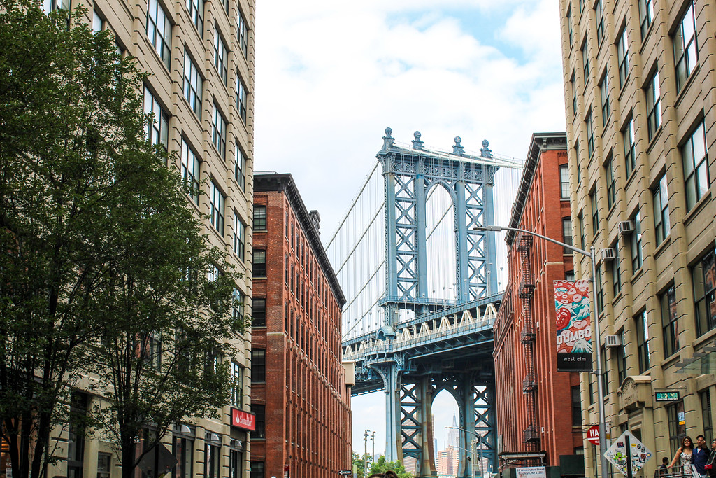 new york tips: take this iconic picture when in DUMBO brooklyn