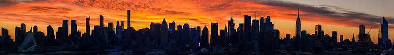 Manhattan_Skyline_CrimsonSunrise